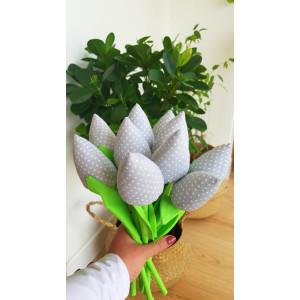 Tulipany szare w kropeczki